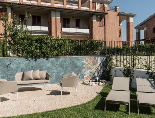 Progetto: un giardino con carta da parati da esterno